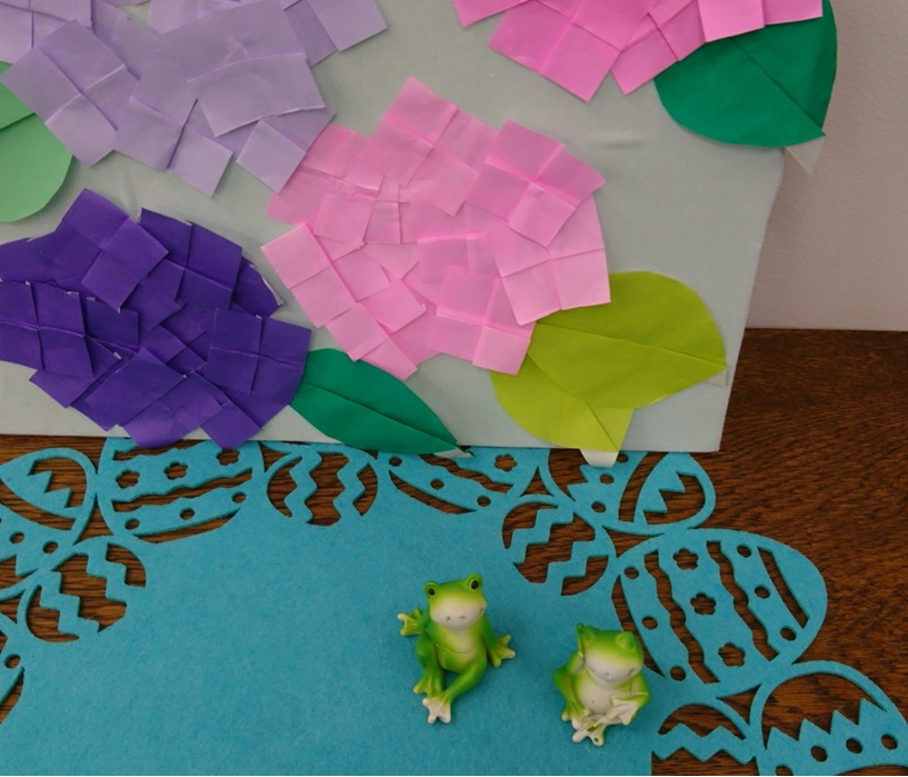 季節の飾り付け くつろぐカエルと紫陽花!